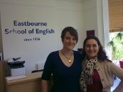 Cyrille Marshall avec Rebecca Willis, Directrice de l'école Eastbourne School of English