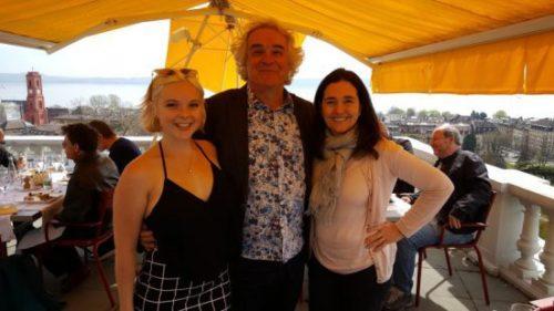 Cyrille Marshall avec James Upton directeur de l'école et sa fille Lucy