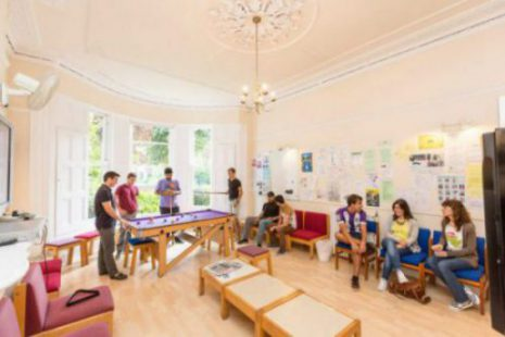 Salon pour étudiant à l'école ELC Bristol