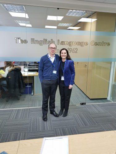 Phil Hopkins directeur de ELC et Cyrille Marshall en visite à l'école ELC Brighton