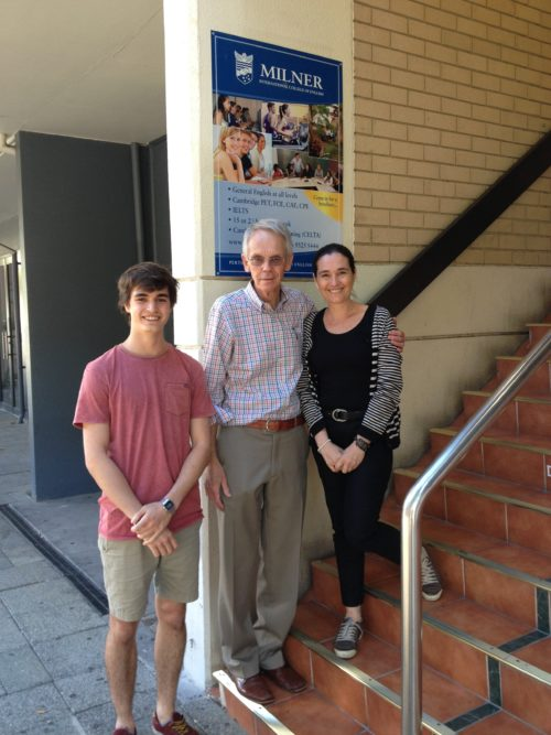 Cyrille Marshall avec Jean Marshall et Warren Milner (directeur de l'école)