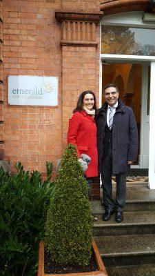 Cyrille Marshall et le directeur de l'école Emerald