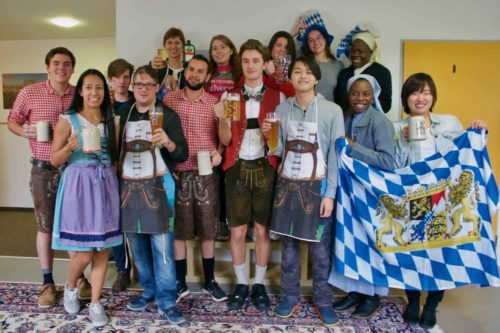 Un fête organisé par des étudiants de l'école